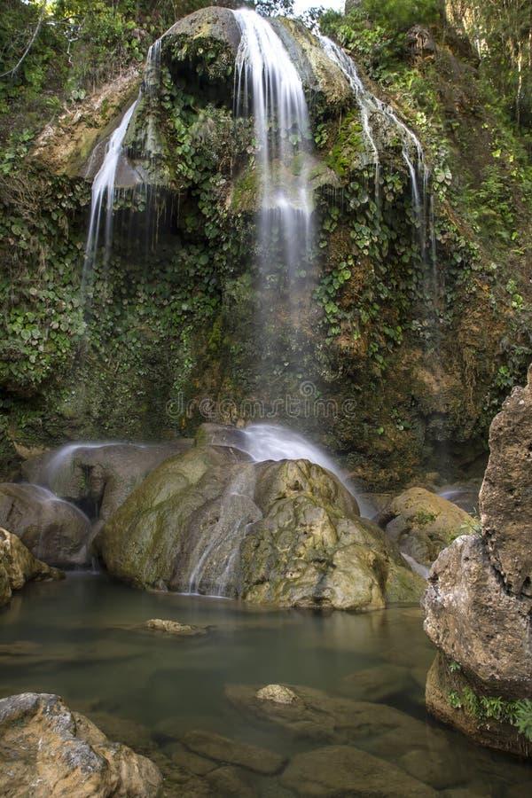 与池,古巴的瀑布 免版税库存图片