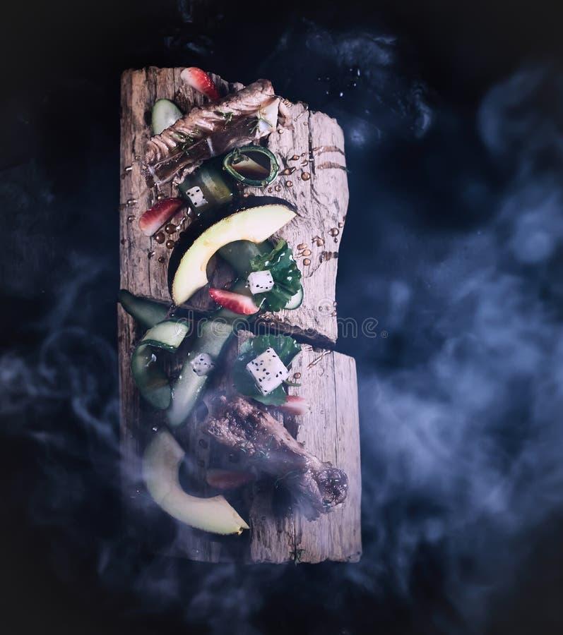 与沙拉食谱的稠粘的肋骨 库存照片