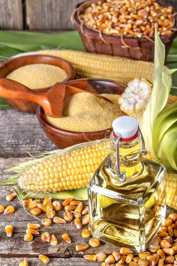 与沙粒麦片粥和玉米油的玉米 免版税库存照片