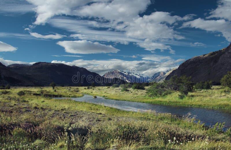 与河和山的巴塔哥尼亚风景,在Chalten附近,巴塔哥尼亚,阿根廷 免版税库存图片