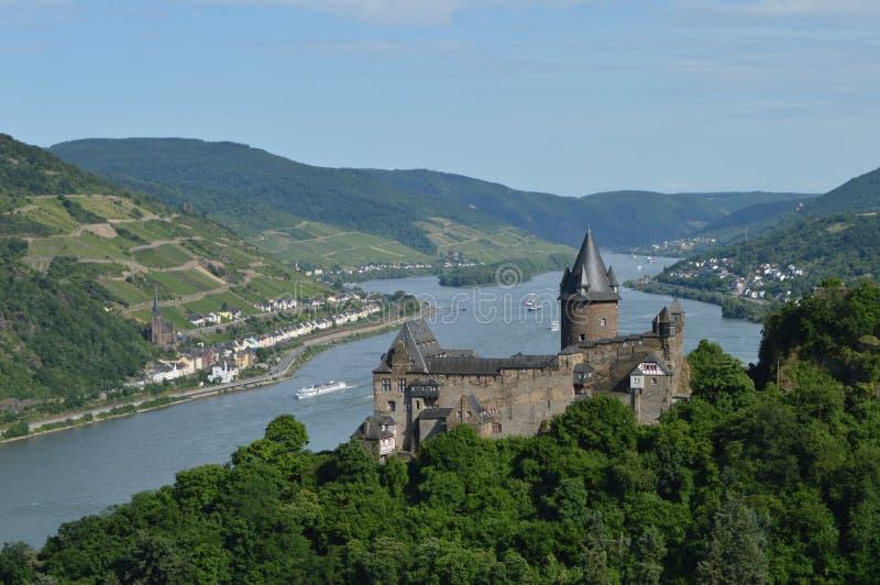 与河莱茵河的Stahleck在德国 免版税库存照片