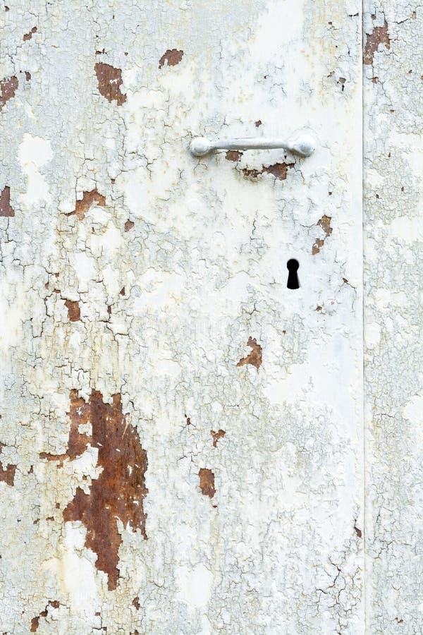 与油漆和铁锈的Textureed老钢门 免版税库存照片