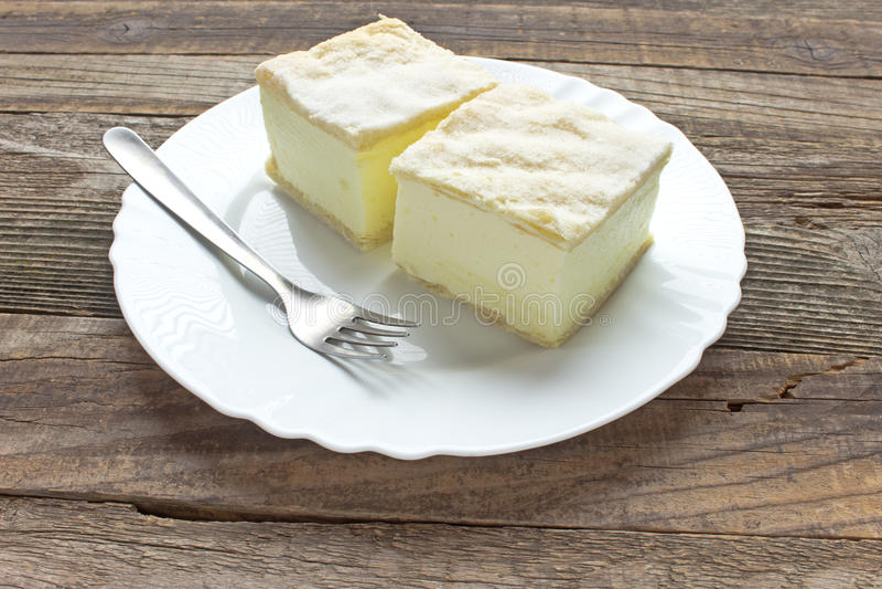 与油酥点心层数的奶油馅饼  图库摄影