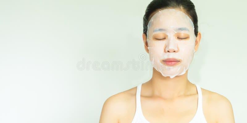 与治疗面具的妇女的面孔 免版税库存照片