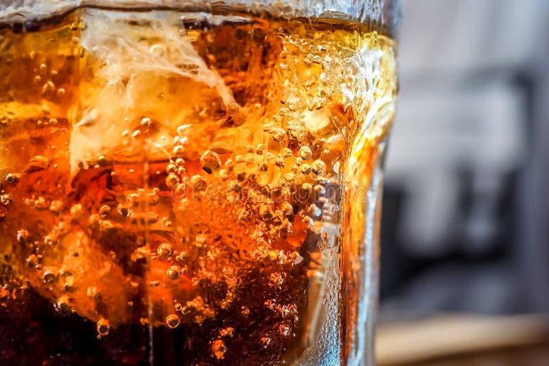 与泡影的冷的软饮料 免版税图库摄影