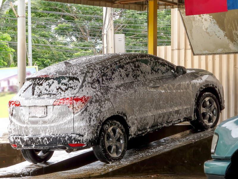 与泡沫的洗车 图库摄影