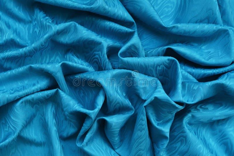 与波浪纹理的蓝色丝绸锦缎 免版税库存照片
