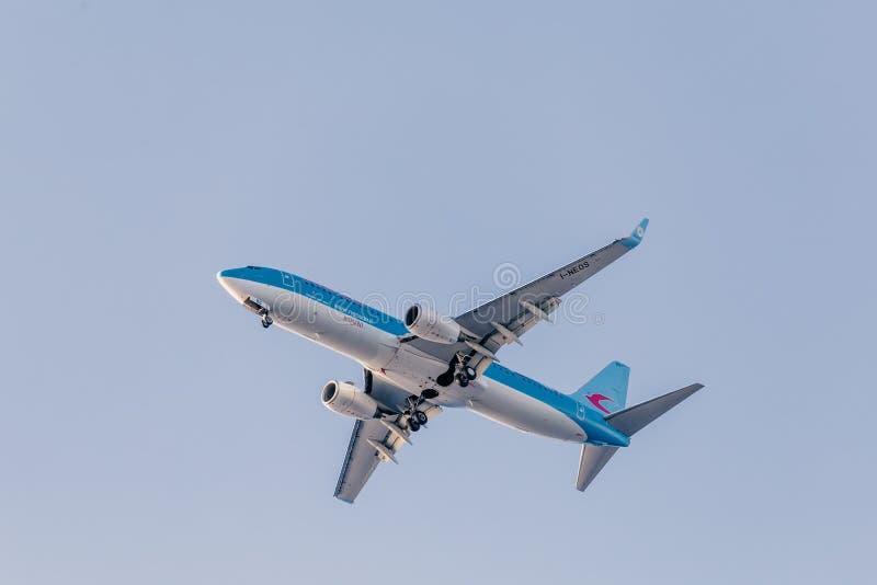 与波音737-800平面准备的Neos航空公司登陆 免版税库存照片