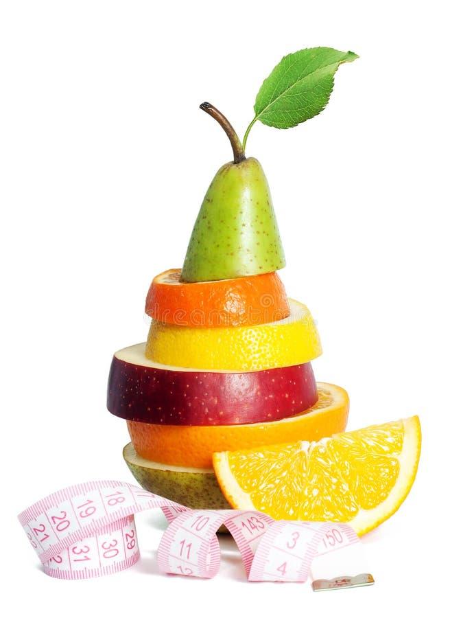 与测量的磁带的新鲜的混杂的果子 免版税库存图片