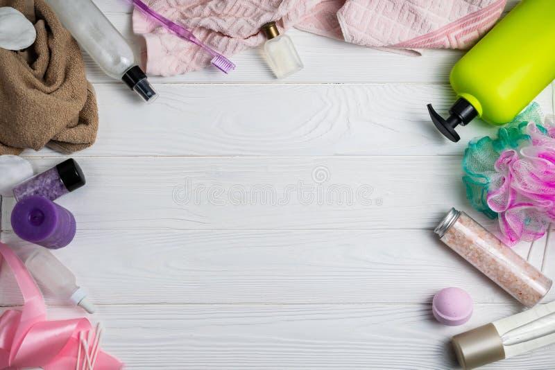 与浴辅助部件阵雨胶凝体毛巾洗碗布牙刷的构成 库存图片