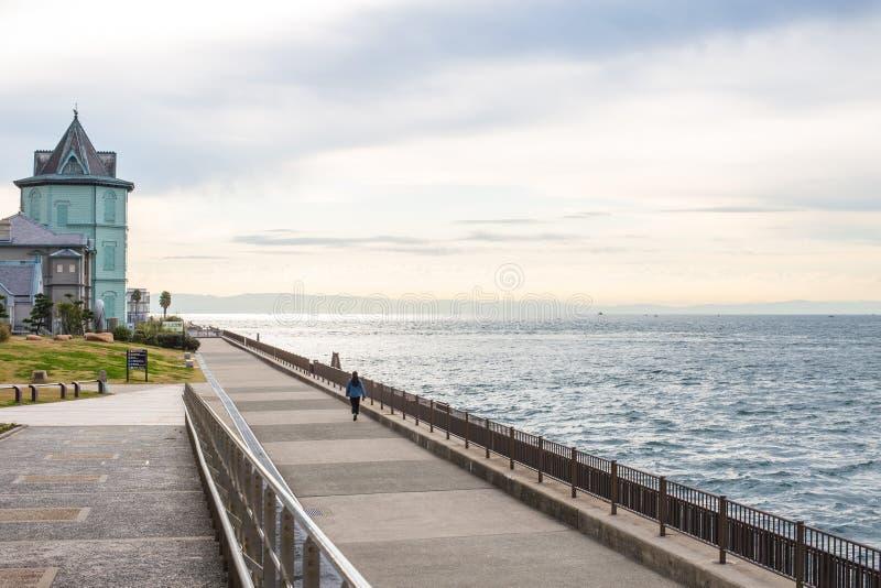 与海、Ijokaku或者国立国父纪念馆的美丽的村庄 库存照片
