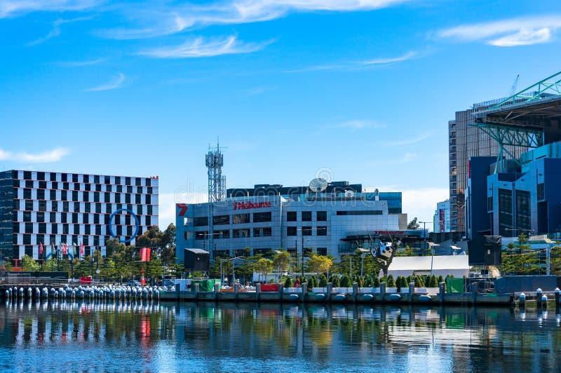 与海峡七墨尔本电视statio的NewQuay都市风景 免版税库存照片