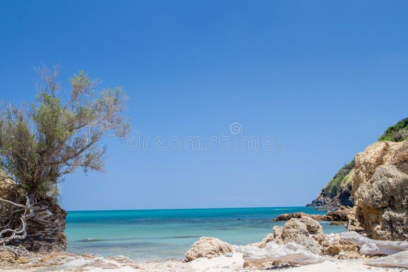 与海蓝天,安达曼海,酸值lanta, krabi的热带海滩, 库存图片