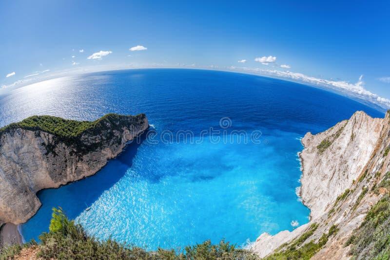 与海难的Navagio海滩在扎金索斯州海岛上在希腊 库存照片