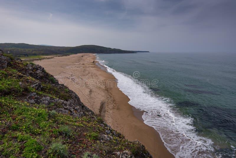 与海滩的海景在Veleka河的嘴, Sinemorets村庄,布尔加斯地区,保加利亚 免版税库存照片