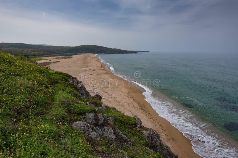 与海滩的海景在Veleka河的嘴, Sinemorets村庄,布尔加斯地区,保加利亚 免版税图库摄影