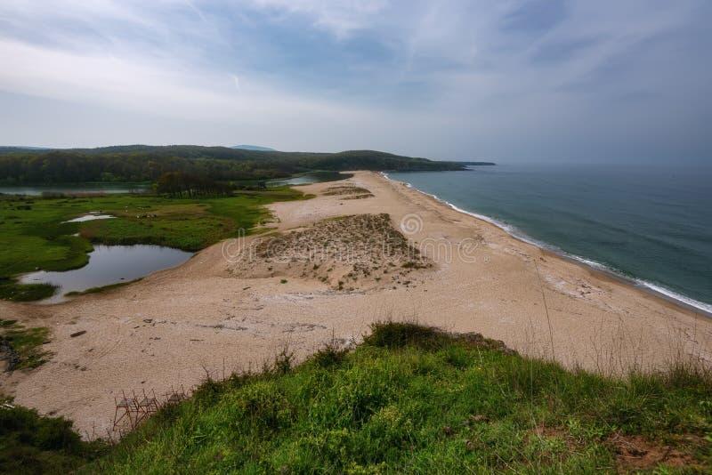 与海滩的海景在Veleka河的嘴, Sinemorets村庄,布尔加斯地区,保加利亚 库存图片