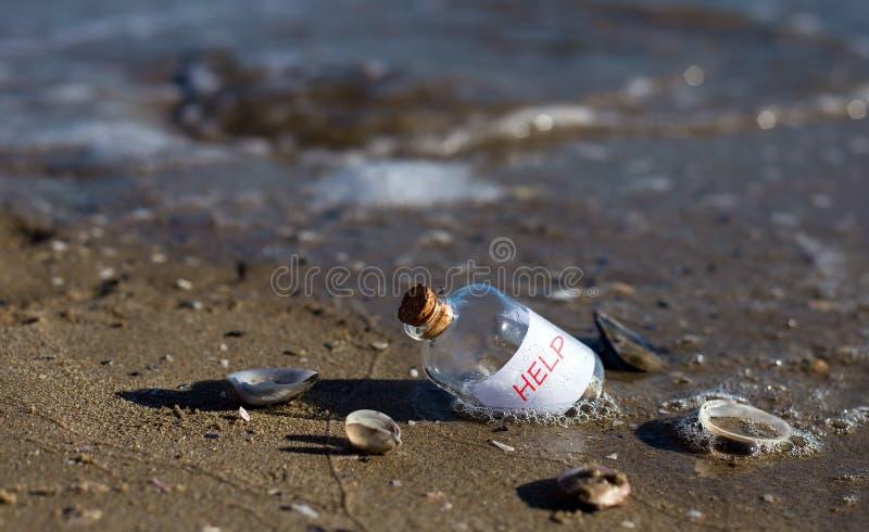 与消息的瓶 免版税库存照片