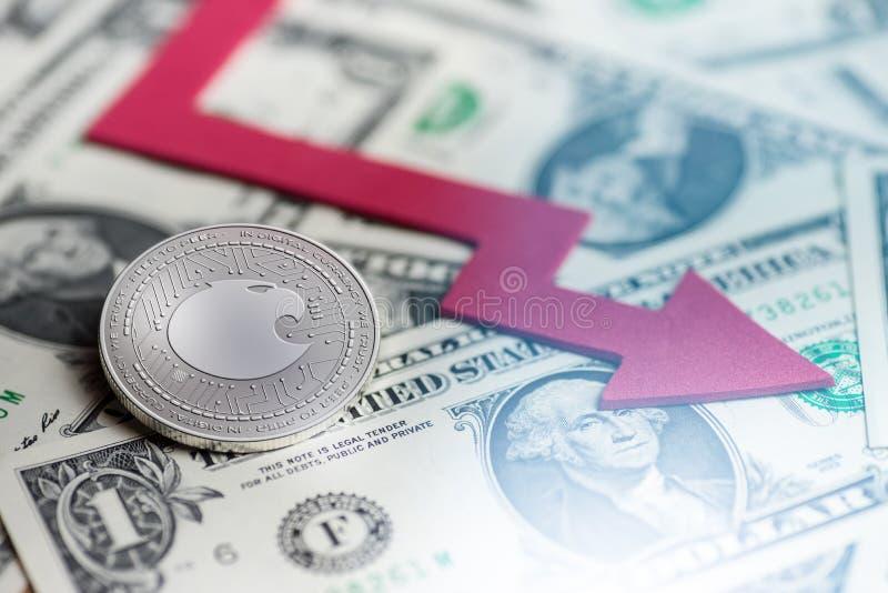 与消极图崩溃baisse落的失去的缺乏3d翻译的发光的银色阿拉贡cryptocurrency硬币 库存照片