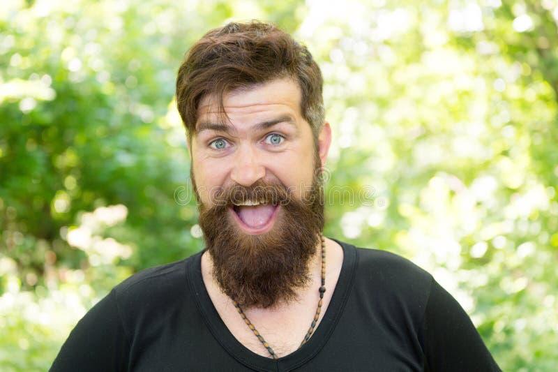 与深度和纹理的胡子 微笑与时髦的髭和胡子形状的有胡子的人 不剃须的行家与 免版税图库摄影