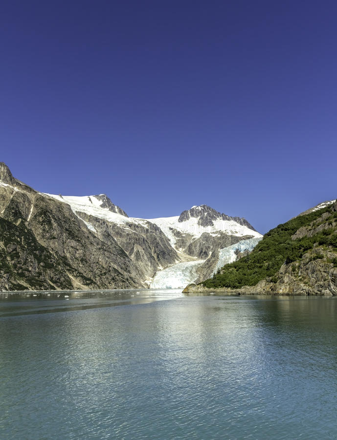 与清楚的天空的冰河海湾 免版税图库摄影
