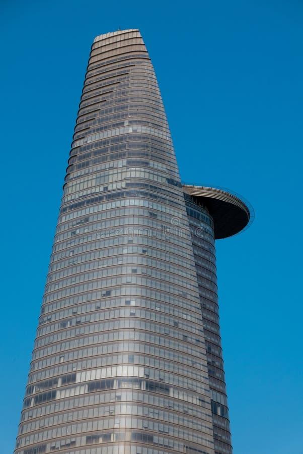 与清楚的蓝天的Bitexco财政塔在胡志明或Sa中 库存图片