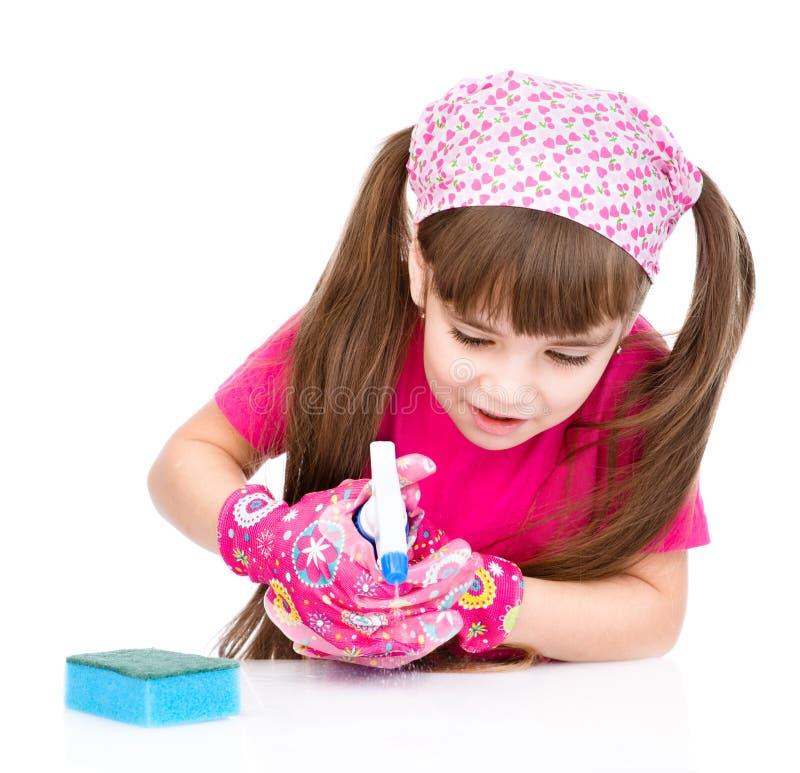 与清洗房子的儿童帮助 背景查出的白色 免版税库存照片