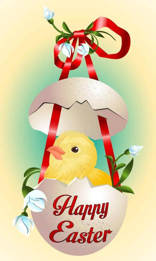 与滑稽的新出生的鸡的复活节卡片在残破的蛋壳和春天花 免版税图库摄影