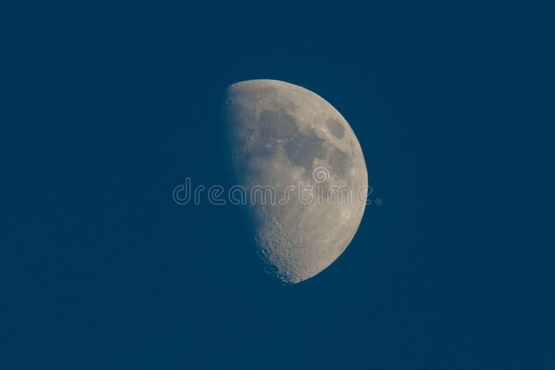 与火山口的月亮 库存图片