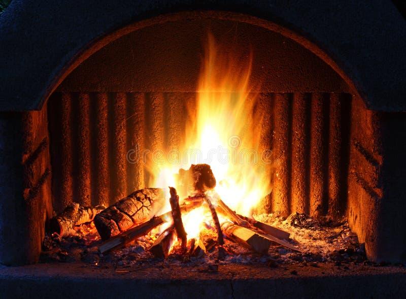 与火的壁炉 图库摄影