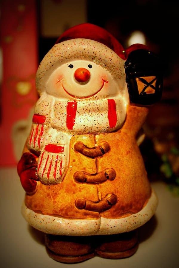 与灯笼的雪人 库存图片