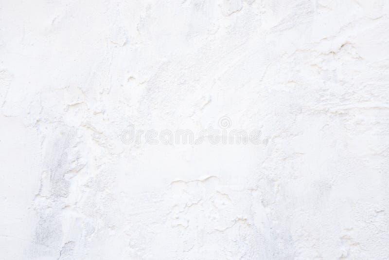 与灰泥土气葡萄酒的表面上的建筑材料纹理的摘要空的轻的白色建筑背景  图库摄影