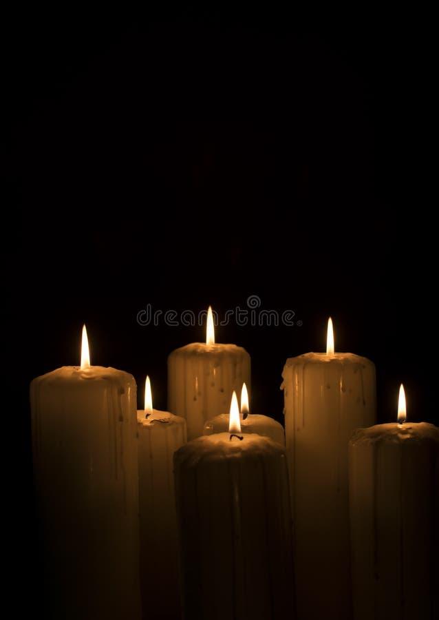 与烟的喜怒无常的蜡烛 免版税库存照片
