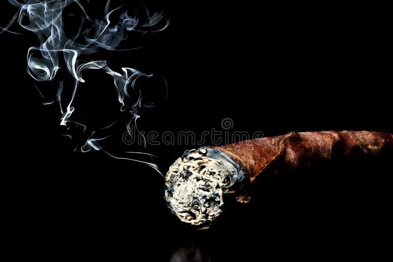 与烟的雪茄与文本的空间 图库摄影