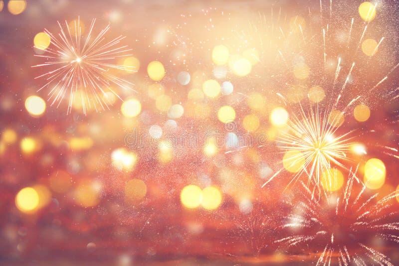 与烟花的抽象金子和银闪烁背景 圣诞前夕,第4 7月假日概念 图库摄影