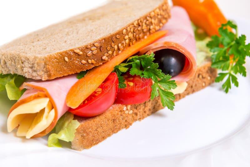 与烤菜和鸡的三明治 免版税库存照片