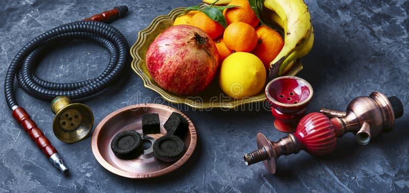 与热带水果口味的水烟筒  库存图片