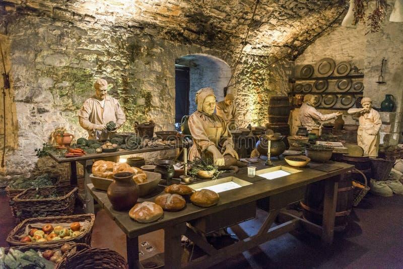 与烹调时装模特的一个场面在巨大厨房博览会,斯特灵城堡 免版税库存照片