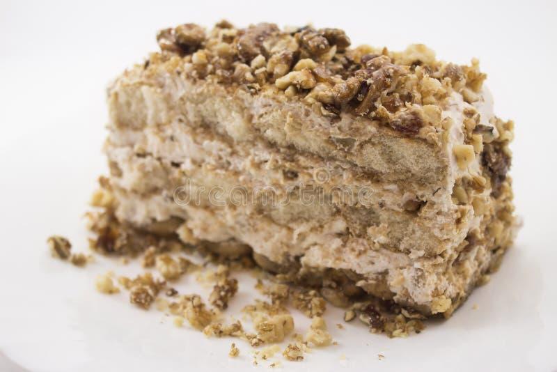 与焦糖的坚果的提拉米苏蛋糕 免版税图库摄影