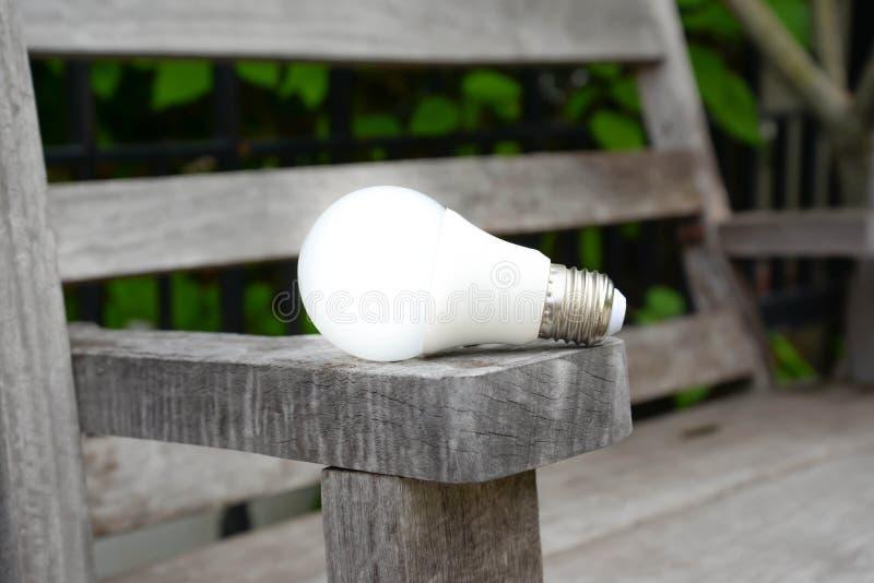 与照明设备-能量新技术的LED电灯泡  库存照片