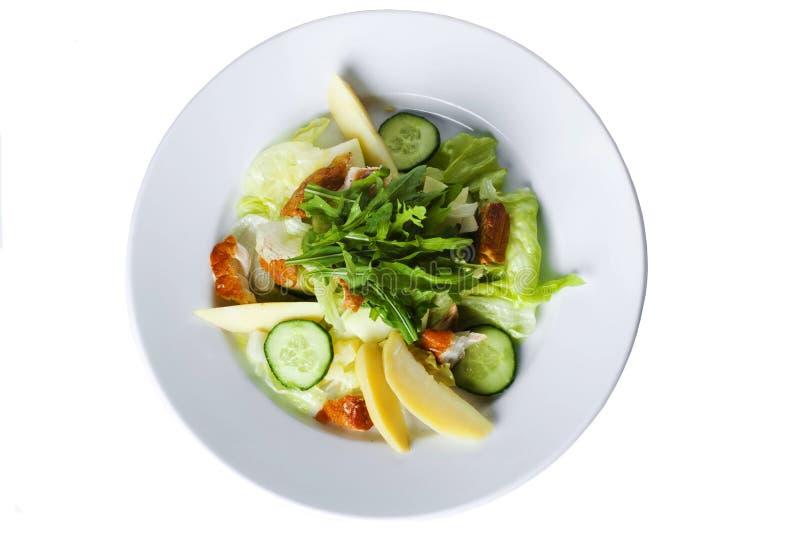与熏制的鱼,卷心莴苣的沙拉和 免版税库存图片