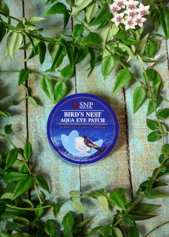 与燕子巢SNP鸟的巢水色眼睛补丁的使充满活力的水凝胶眼睛补丁 免版税库存图片