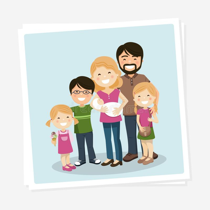 与父母、三个孩子和babyborn的幸福家庭照片 库存例证