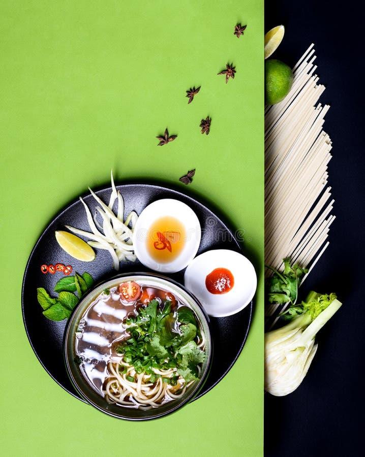 与牛肉和面条越南recepy,亚洲Pho Bo汤成份 免版税库存图片