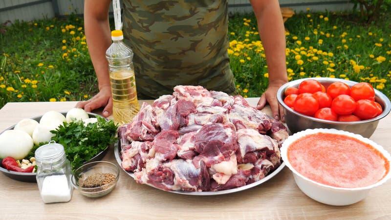 与牛肉kebabs的小牛肉 库存图片