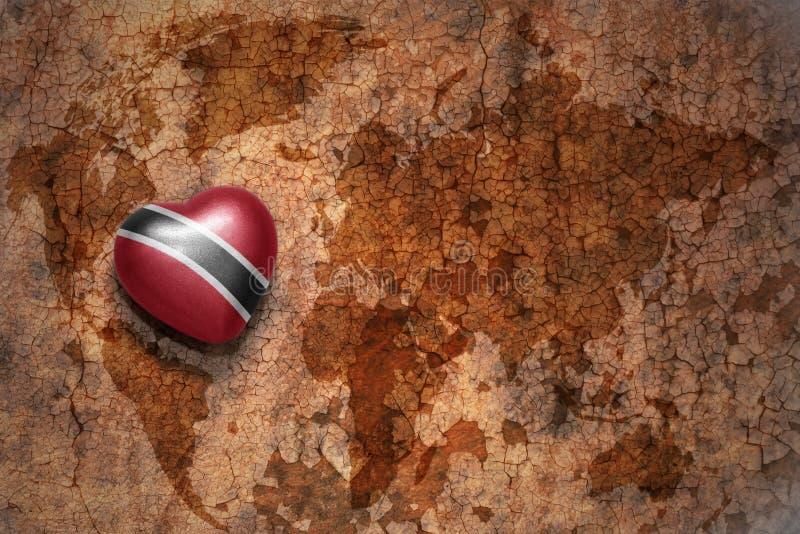 与特立尼达和多巴哥的国旗的心脏葡萄酒世界地图裂缝纸背景的 免版税库存照片