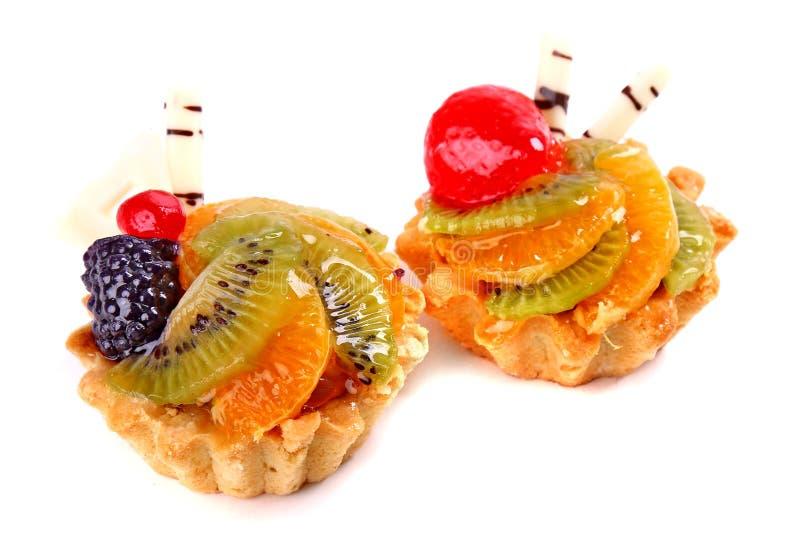 与猕猴桃的甜点心,黑莓,草莓,橙色果子 免版税库存照片