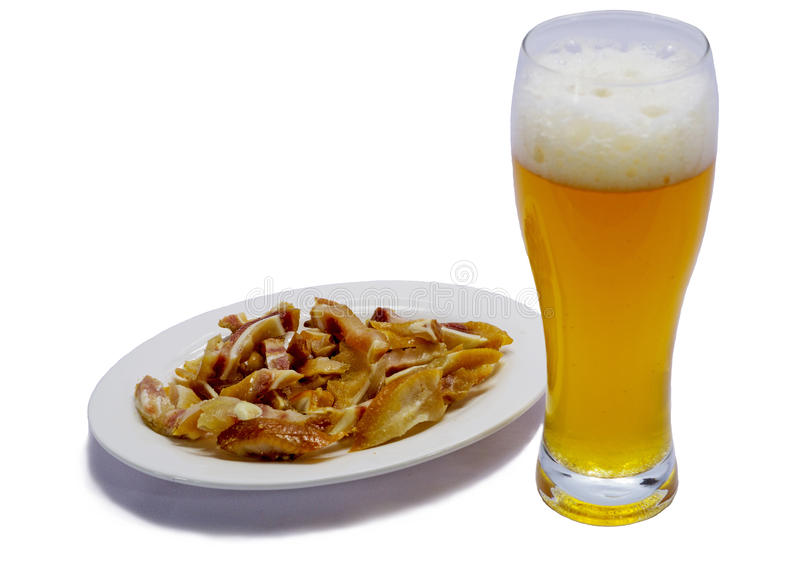 与猪` s耳朵的啤酒 免版税库存图片
