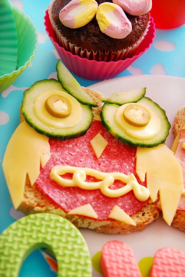 与猫头鹰的滑稽的三明治子项的 图库摄影
