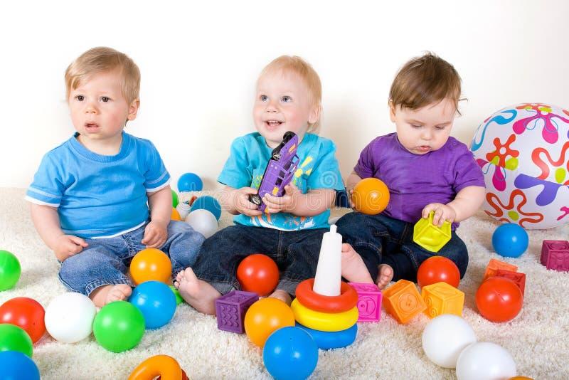 与玩具的婴孩作用 图库摄影